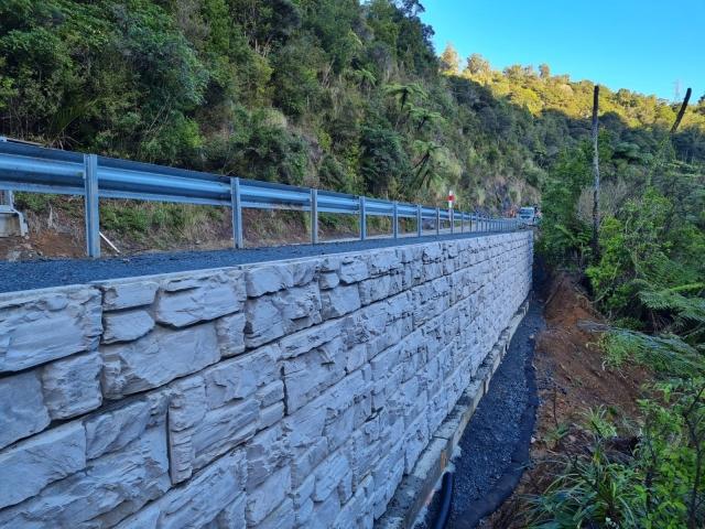 MagnumStone Hillside Retaining Wall