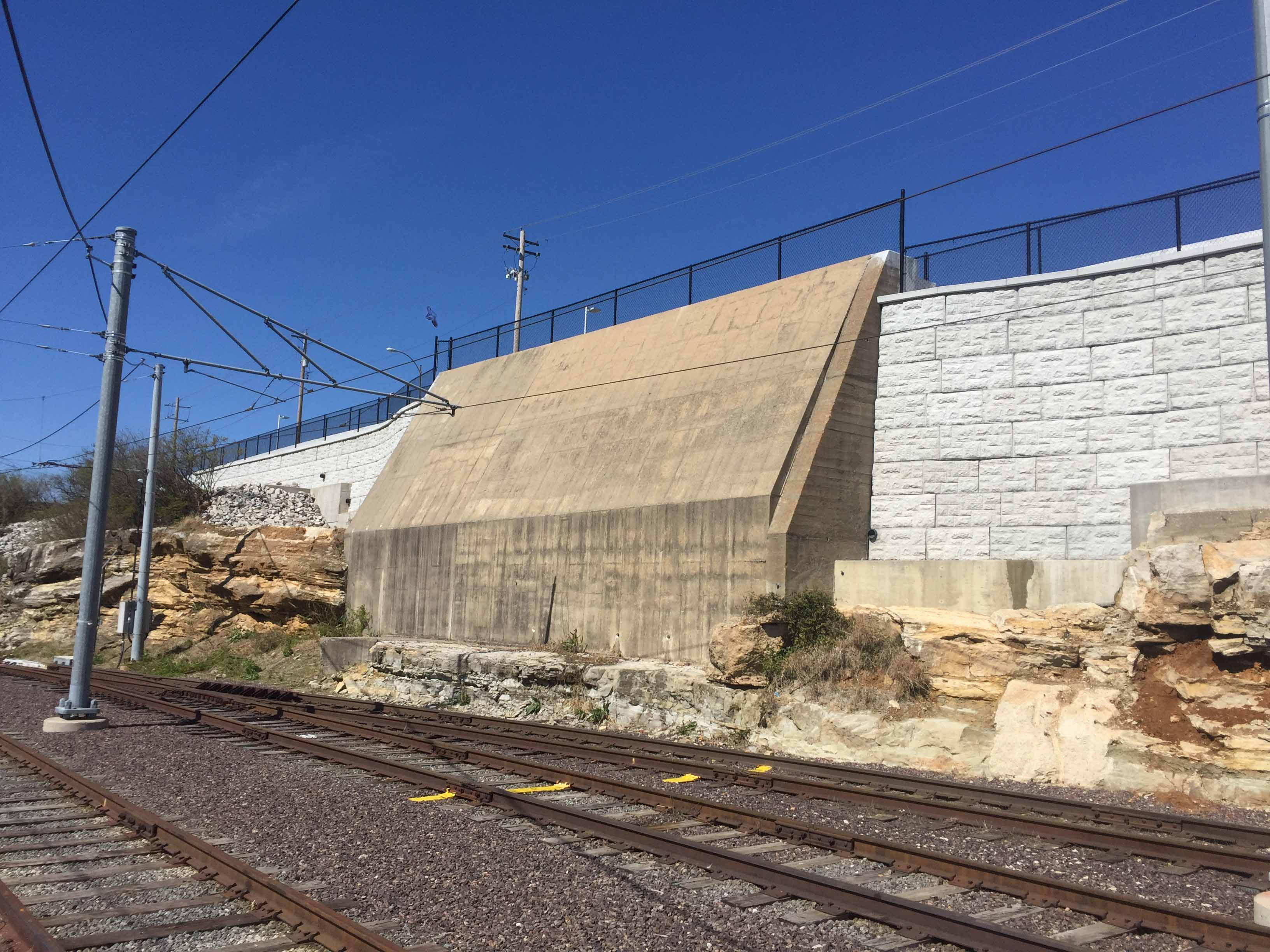 MagnumStone-castle-face-retaining-wall-abutment-in-st-louis-missouri