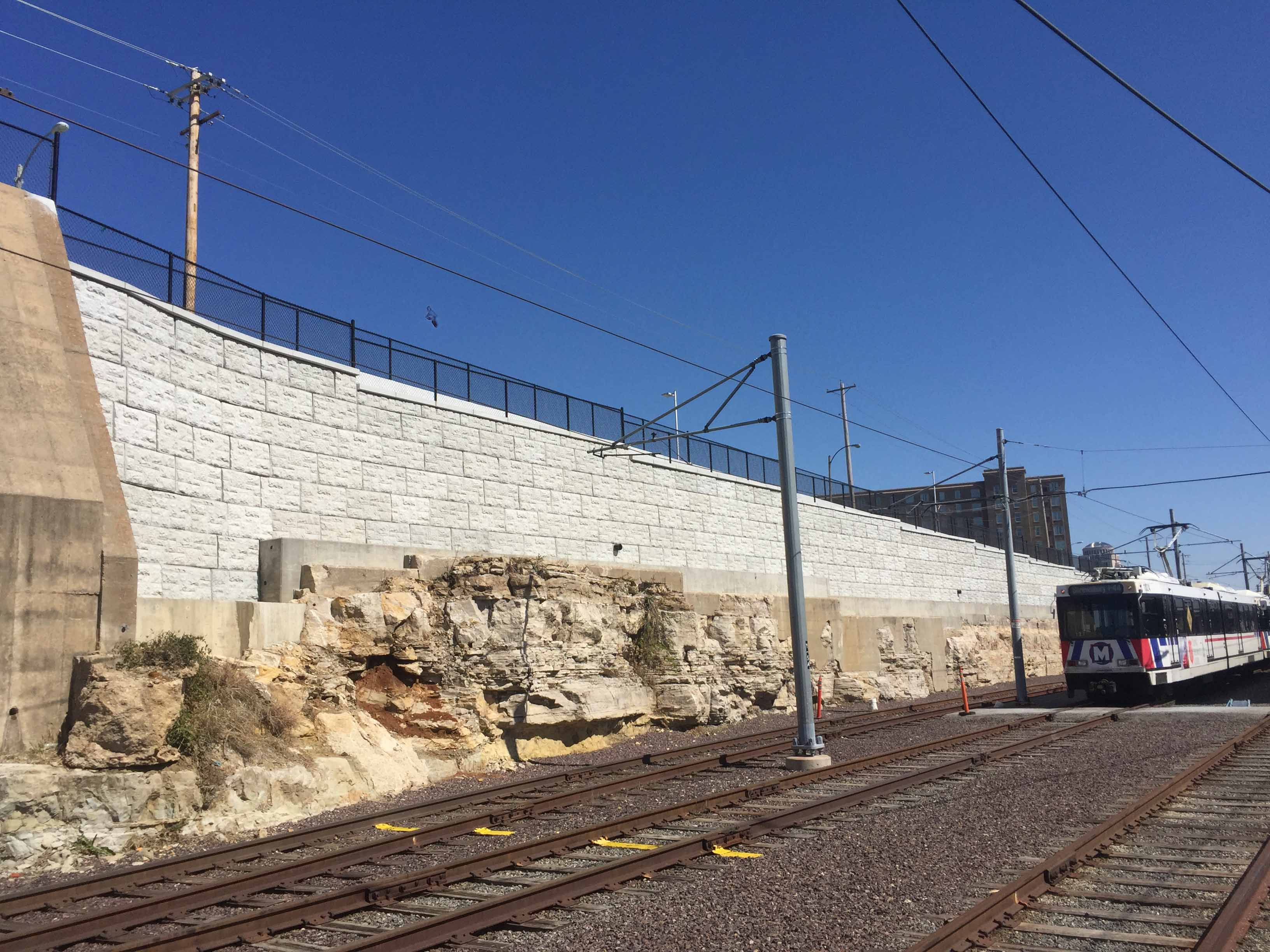MagnumStone castle face retaining wall in st louis missouri for metro rail