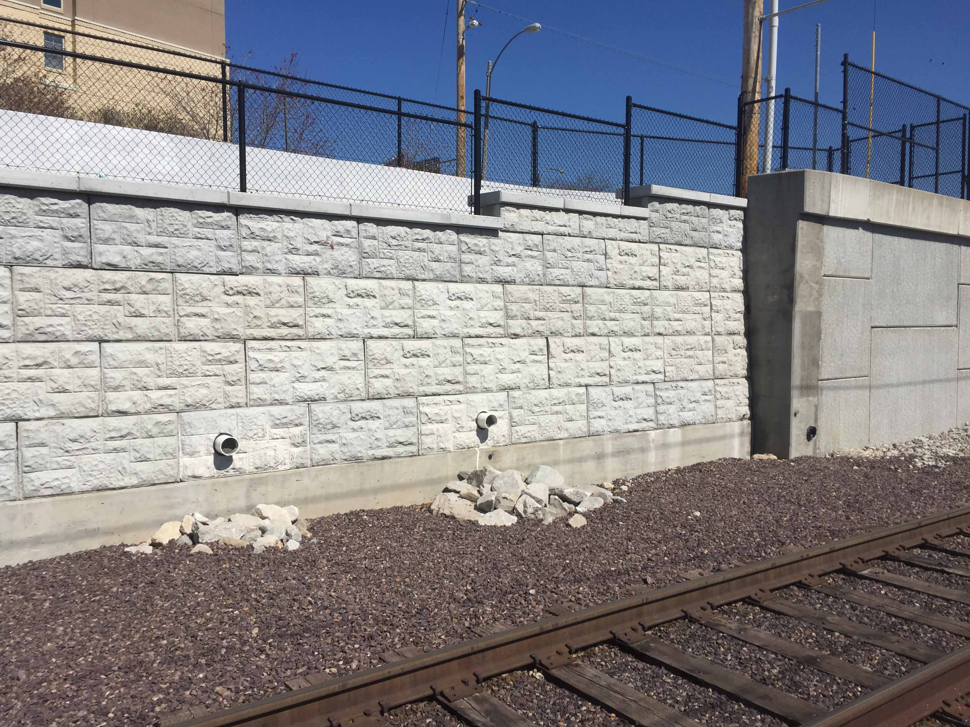 MagnumStone castle face retaining wall in st louis missouri with good drainage