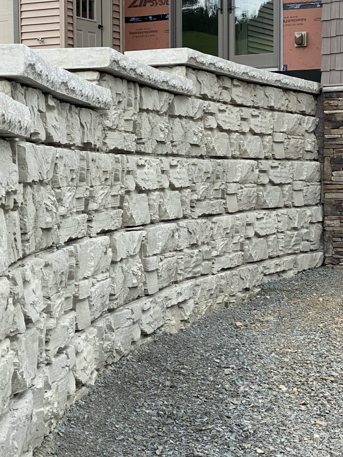 Residential MagnumStone retaining wall showing natural ledge face texture