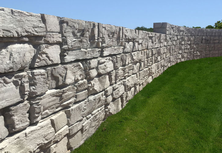 Curved MagnumStone Retaining Wall showcasing it's LedgeFace Texture