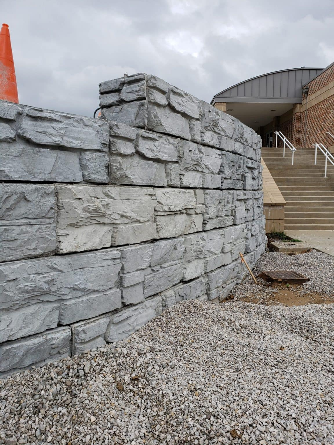 Curved MagnumStone wall with step-up feature at the top of the wall. Commercial retaining wall project.