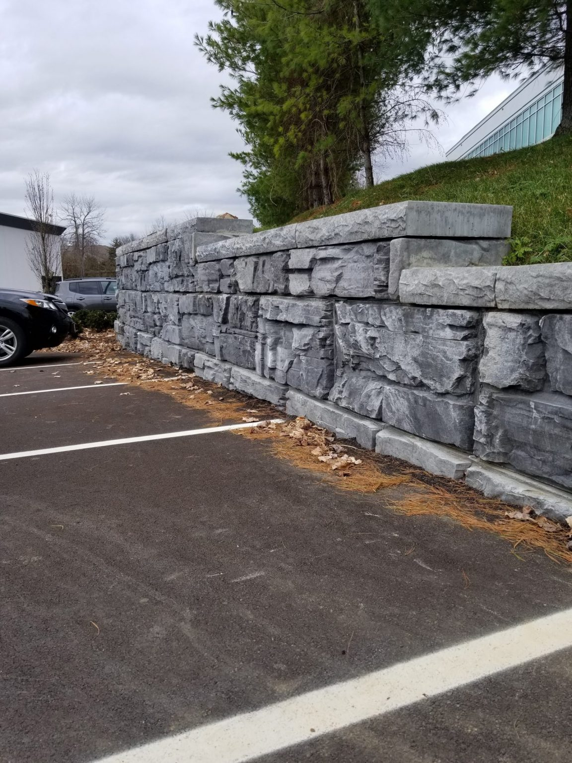 MagnumStone step-up wall showing half high end unit and cap units