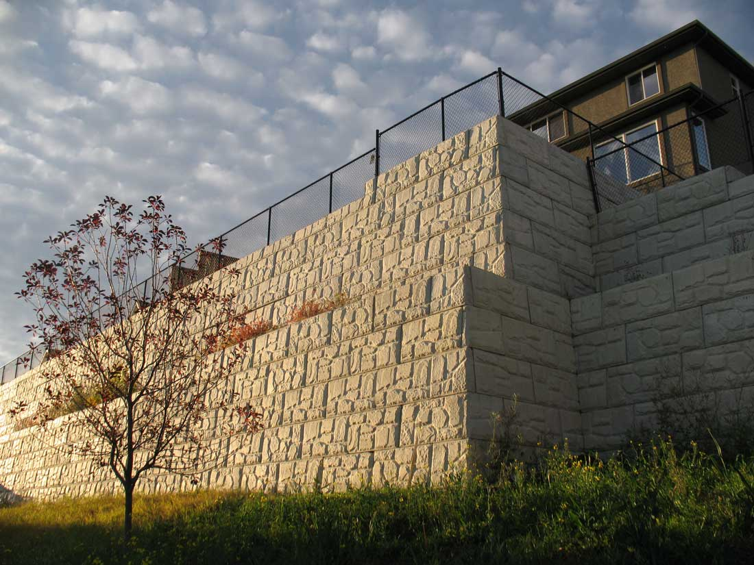 MagnumStone Block Retaining Wall Field Face Corners