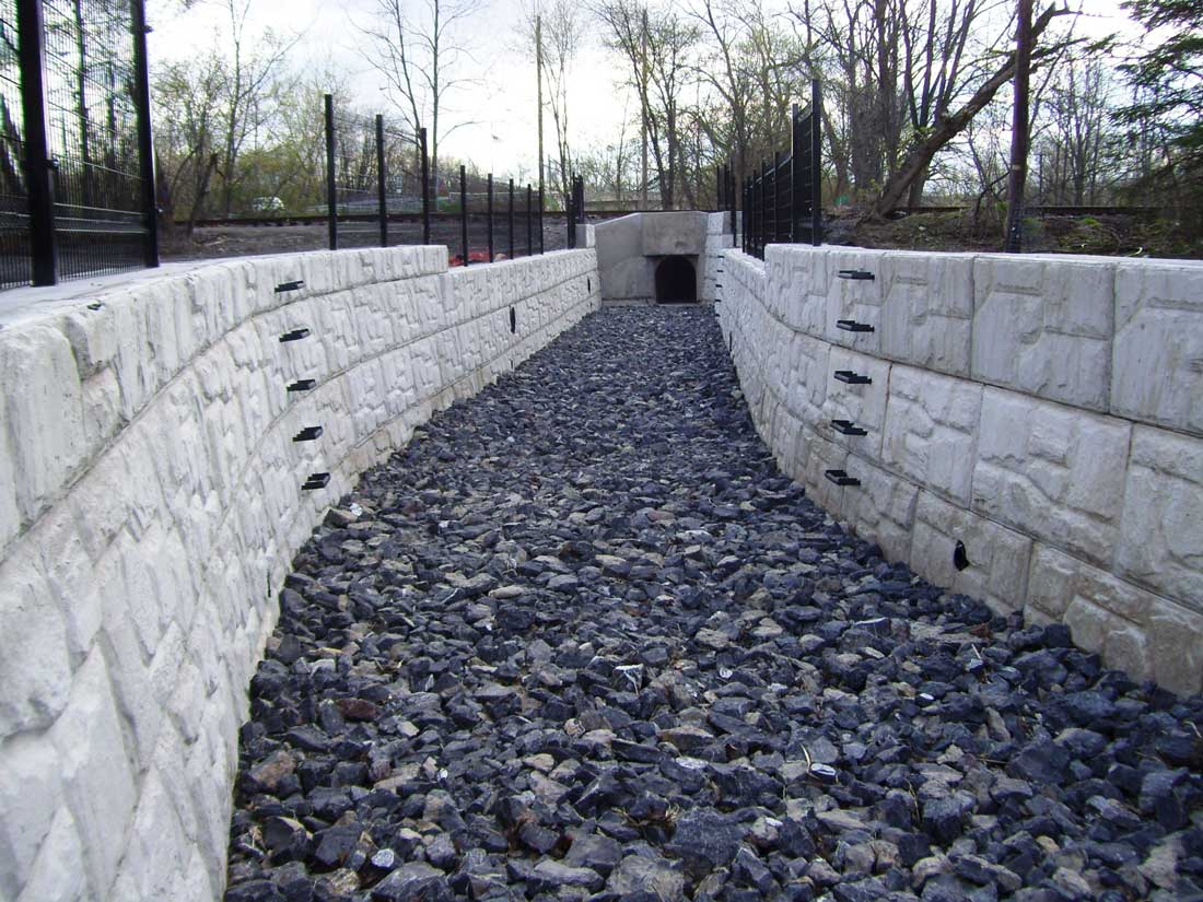 MagnumStone Block Retaining Wall Field Face Storm Water