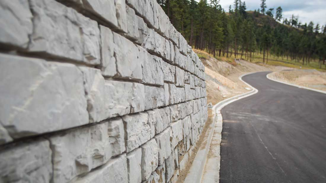 MagnumStone Big Block Retaining Wall Ledge Face