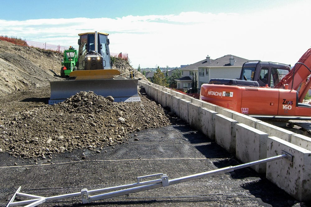 magnumstone-geogrid-retaining-wall