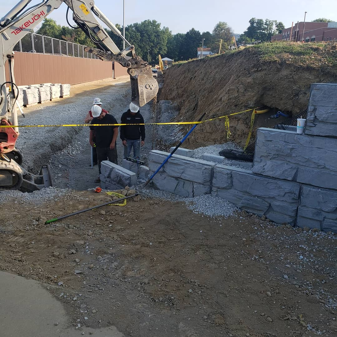 Construction of a MagnumStone Block Wall with base elevation change