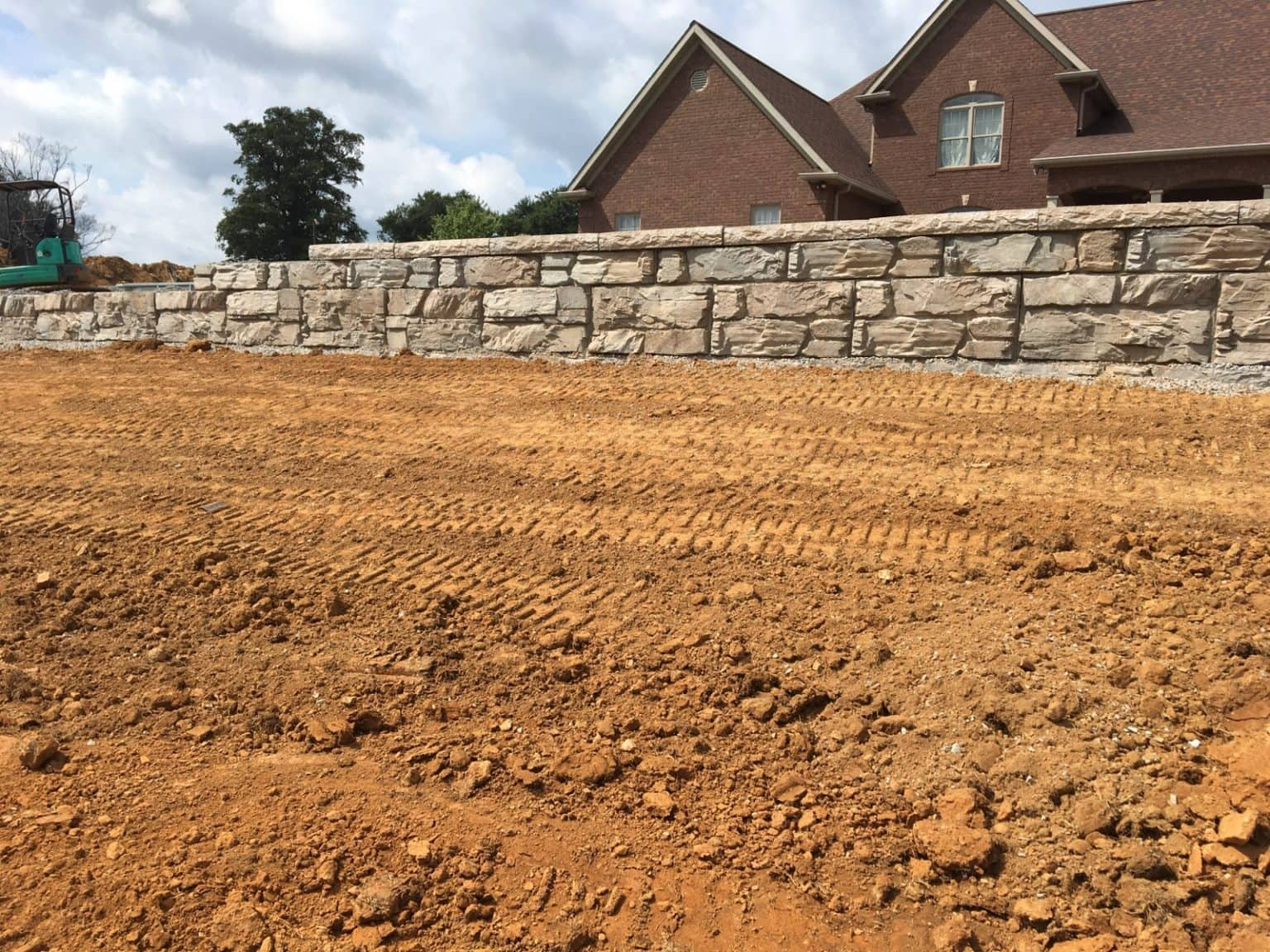 Residential MagnumStone Ledge Face Retaining Wall In Kentucky Installation