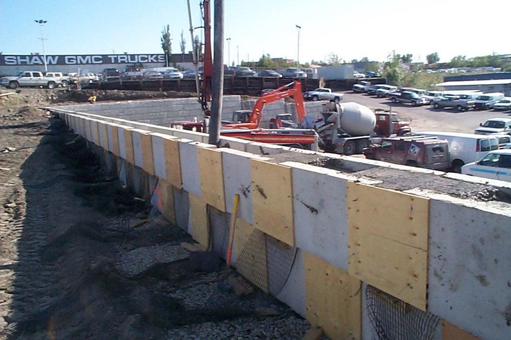 concrete cantilever retaining walls