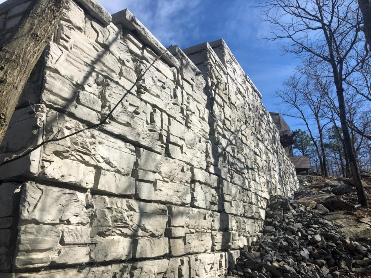 Tall MagnumStone Ledge Face Retaining wall with corners